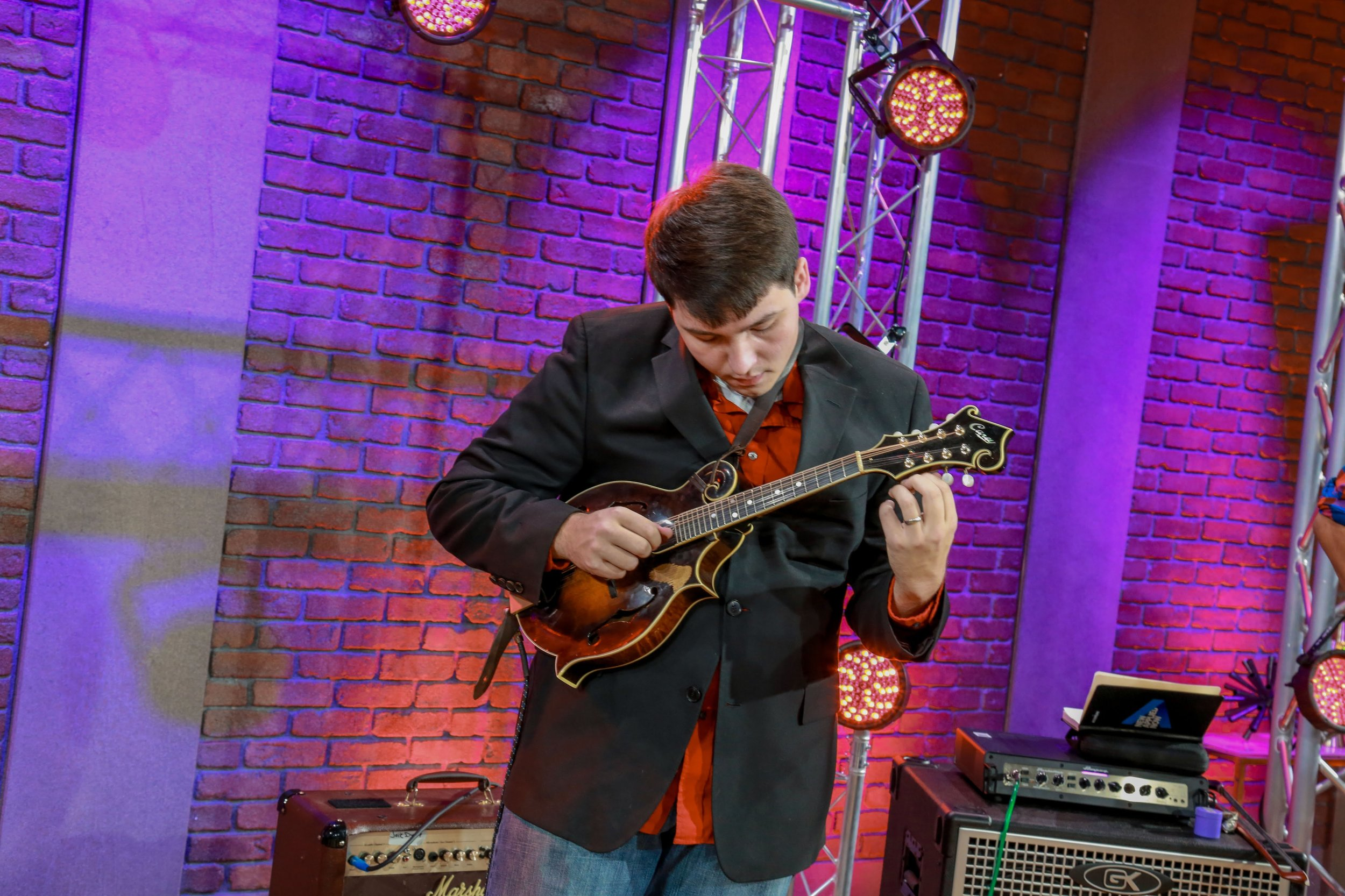Mandolinist Jack Dunlap will be live at the Paris Apothecary Friday April 20th, 2018.